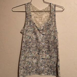 Cute patterned / lace tank top.